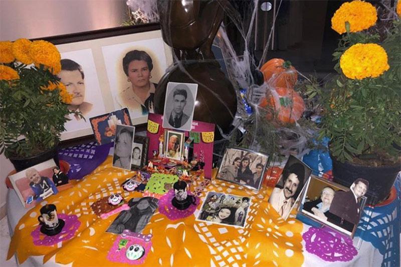 Aracely Arambula Sobre Foto En Altar De Muertos Deseamos Que Este